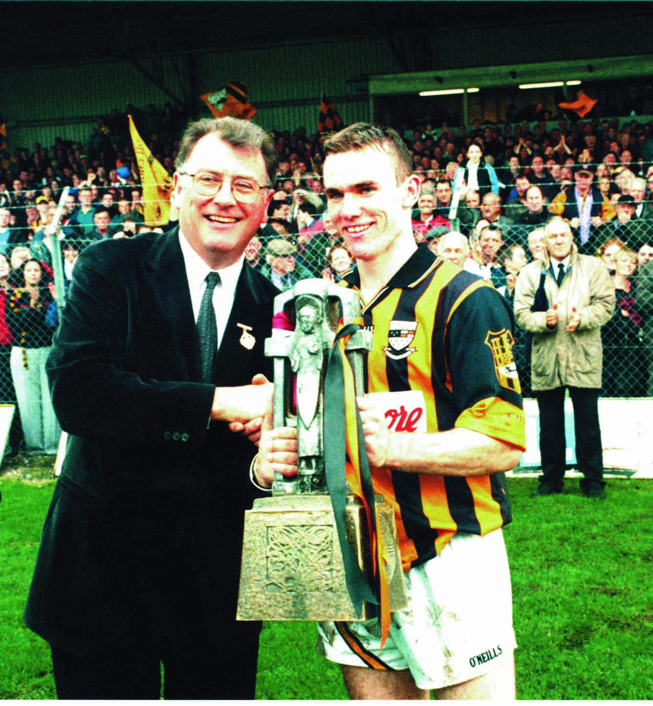 Noel Hickey receives the U21 Trophy from Uachtaran Joe McDonagh