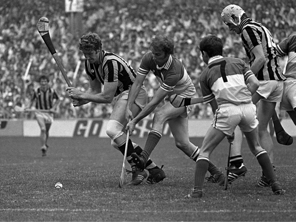 July 1983. Kilkenny's Christy Heffernan compete's for possession with Offaly's Eugene Coughlan as Ger Coughlan (No.7 Offaly) looks on. Leinster Hurling Final, Croke Park. Picture Credit: Ray McManus/SPORTSFILE.