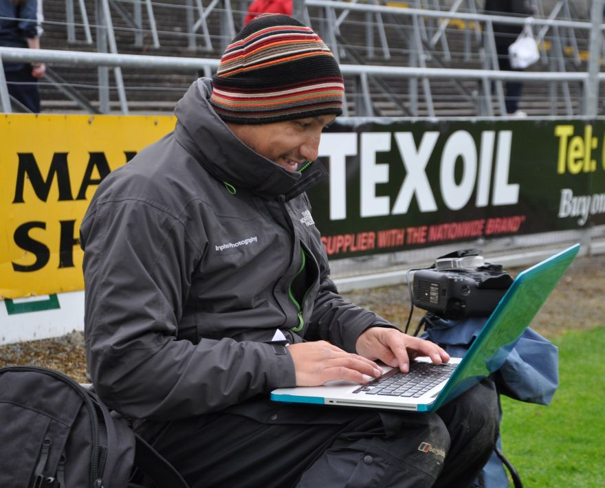 Inpho Photographer Selecting and Wiring away the best Action Shots from the first semi-final