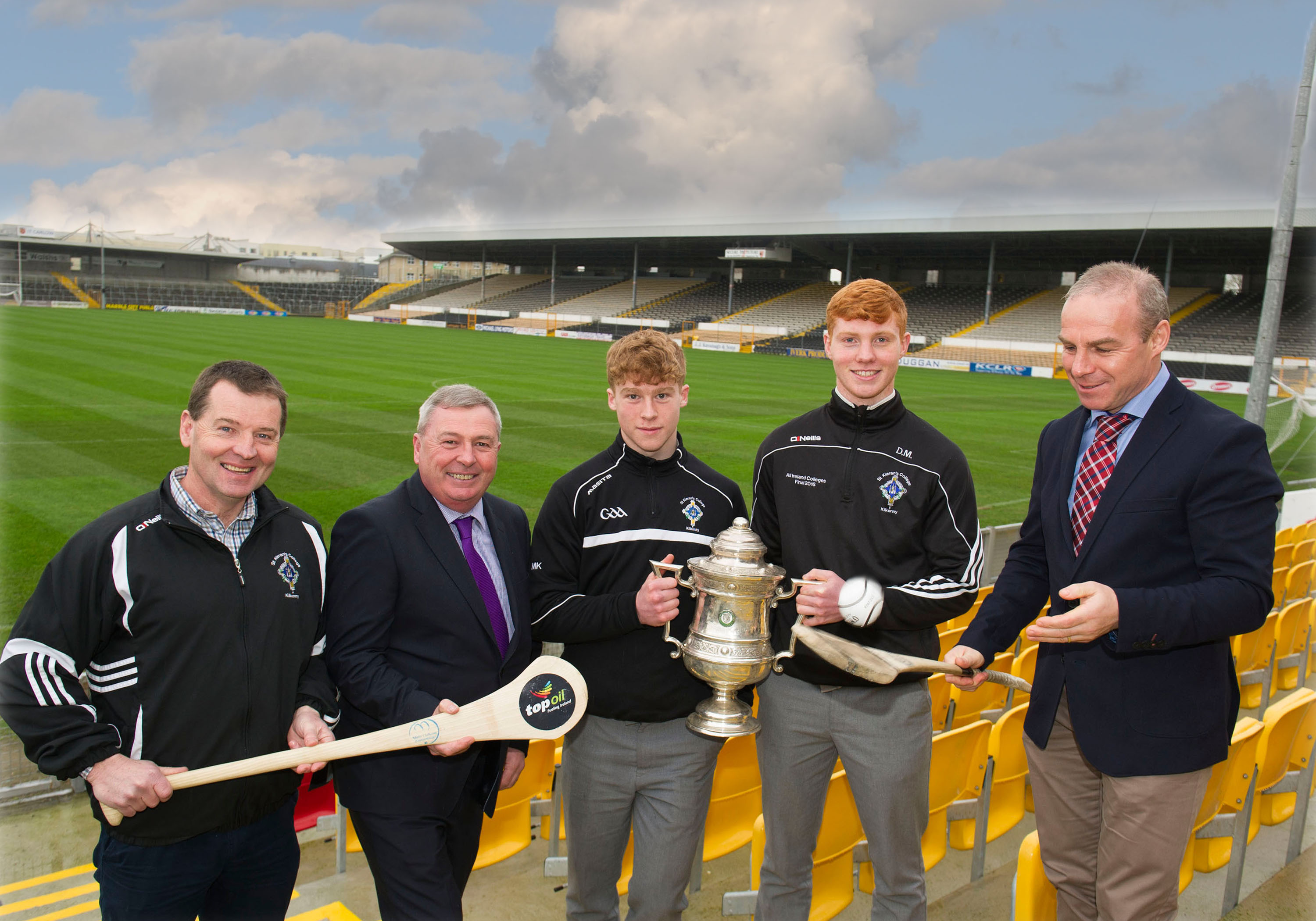 Former St. Kieran's College and Kilkenny star Charlie Carter of Top Oil demonstrating his famous solo run to from left, St. Kieran's Manager Tom Hogan, Top Oil Area Sales Manager Seamus Grace. Matin Keoghan, Vice Captain and Adrian Mullen, Captain, St. Kieran's College.